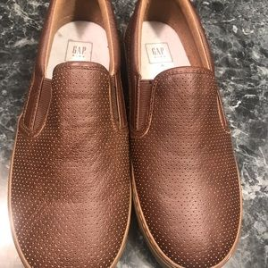 Gap boys brown loafers… Size 6.. like new!!